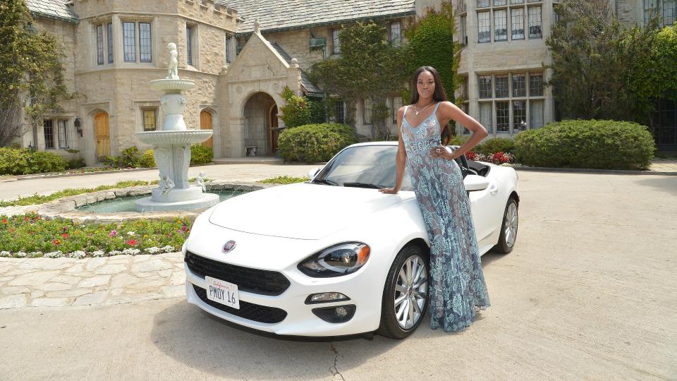 Fiat подарил девушке года по версии Playboy родстер 124 Spider