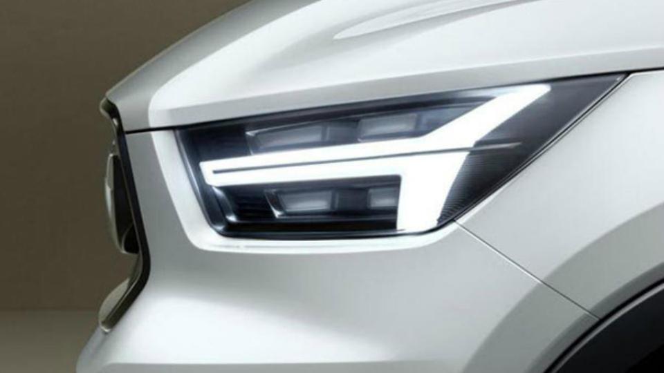 Компания Volvo показала фары компактного кроссовера