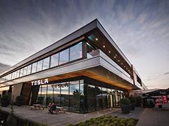 Компания Tesla наняла Петера Хокхольдингера