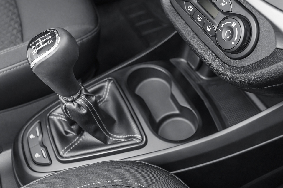 Радости истранности самой драйверской «Лады»— Lada Vesta на«механике». Фото 1