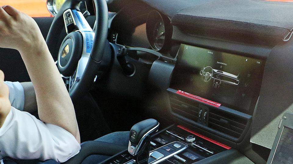 Фотошпионы раскрыли интерьер нового Porsche Cayenne