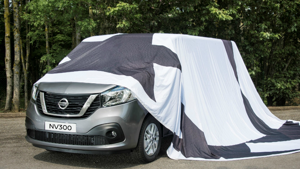 Nissan показал тизер нового фургона