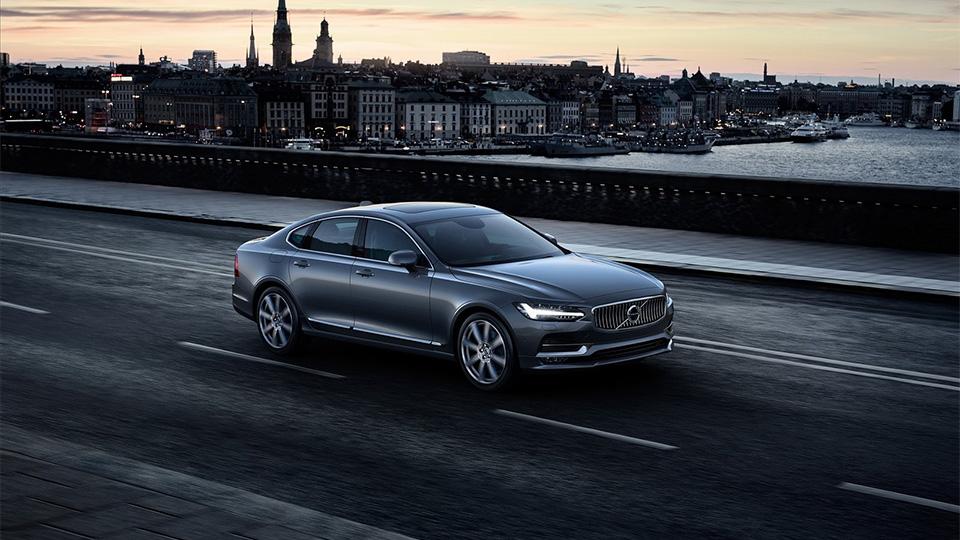 Volvo S90 оценили в2,6 миллиона рублей