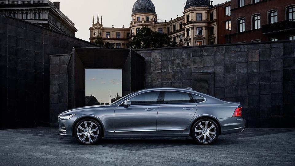 Volvo S90 оценили в2,6 миллиона рублей. Фото 3