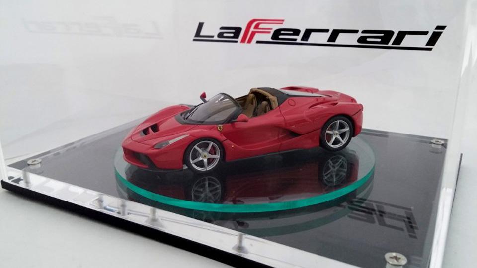 Открытую версию La Ferrari раскрыли намасштабной модели