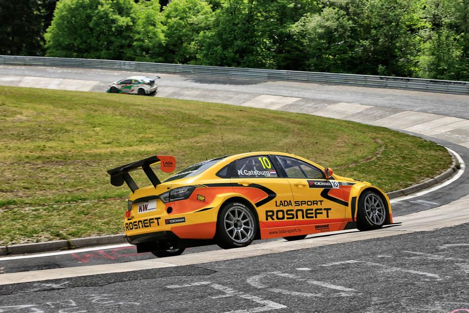 Как настраивают машины перед гонками насамой сложной трассе вмире. Фото 4