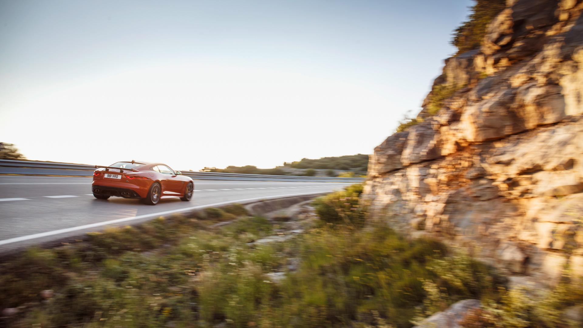 Тест-драйв самого быстрого серийного «Ягуара» вистории— F-Type SVR. Фото 5