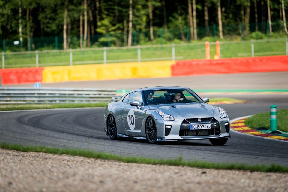Новейший Nissan GT-R итрагические истории самого устрашающего поворота Формулы-1. Фото 13