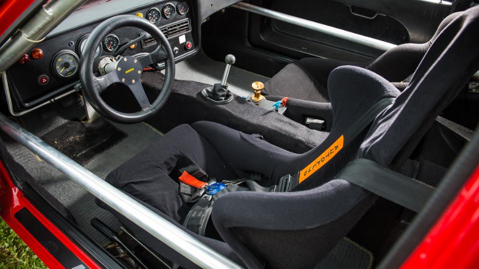 Нааукцион выставили одно из17 трековых купе 924 CarreraGTR. Фото 1