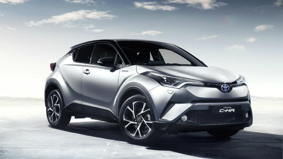 Появились первые фотографии салона кроссовера Toyota CH-R. Фото 1