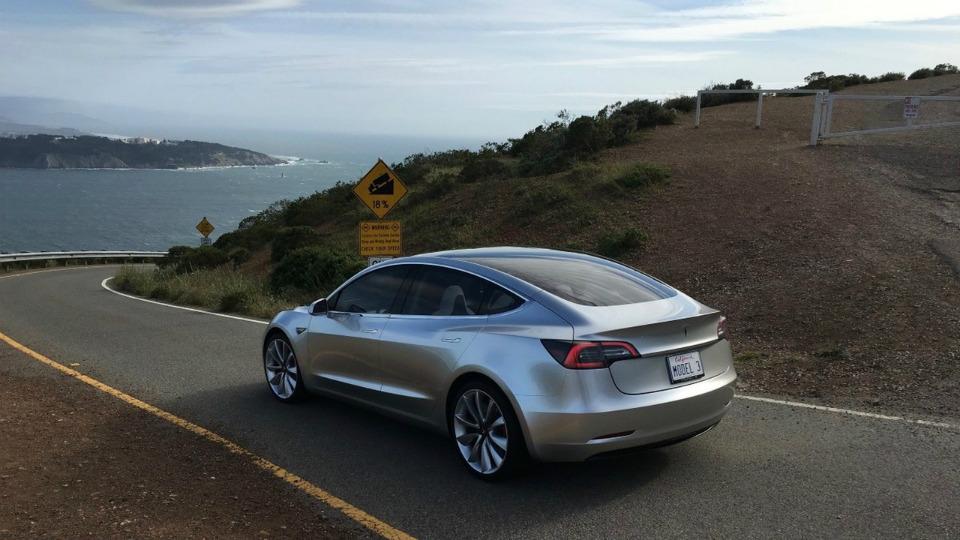 Tesla Model 3 получит 435-сильный электромотор. Фото 1