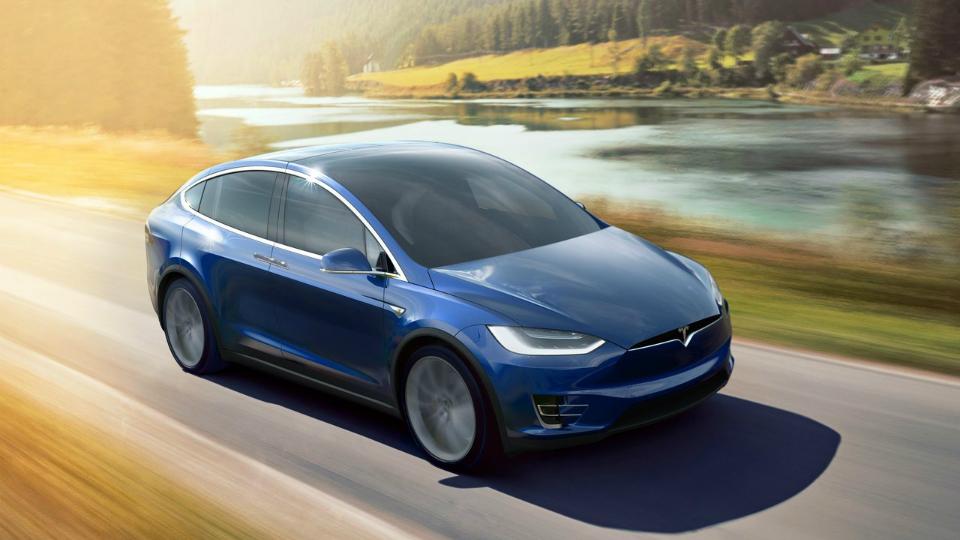 Tesla с автономным управлением опять попала в ДТП