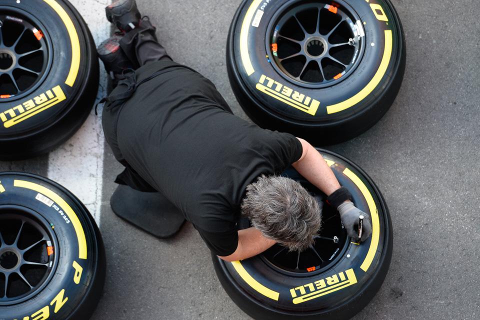 Занимательная жизнь инеизбежная смерть покрышек Формулы-1. Фото 3