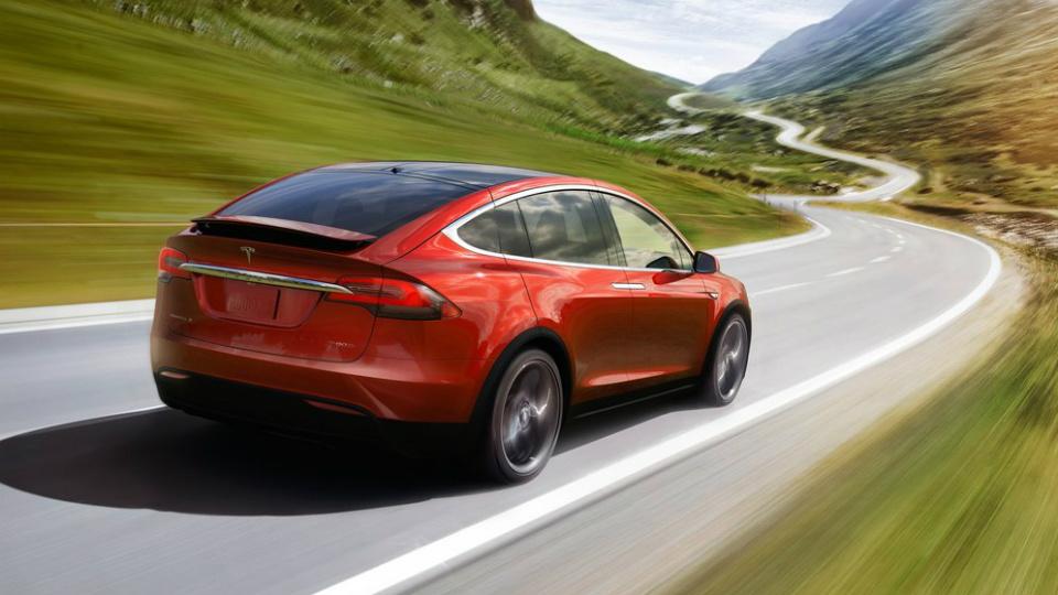 Тесла» усовершенствует свой автопилот
