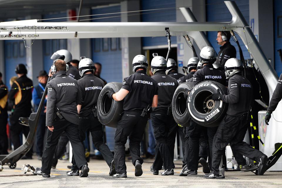 Занимательная жизнь инеизбежная смерть покрышек Формулы-1. Фото 4
