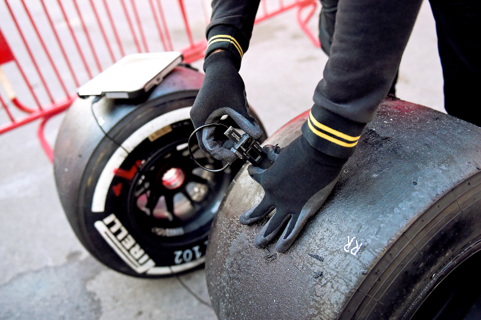 Занимательная жизнь инеизбежная смерть покрышек Формулы-1. Фото 9