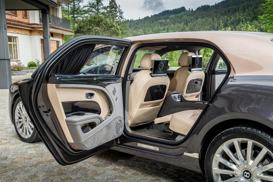 Мыокунулись вовнутренний мир обновленного Bentley Mulsanne. И, кажется, досих пор невынырнули. Фото 6