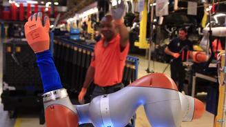Роботы на автосборочном заводе Ford научились делать кофе и массаж