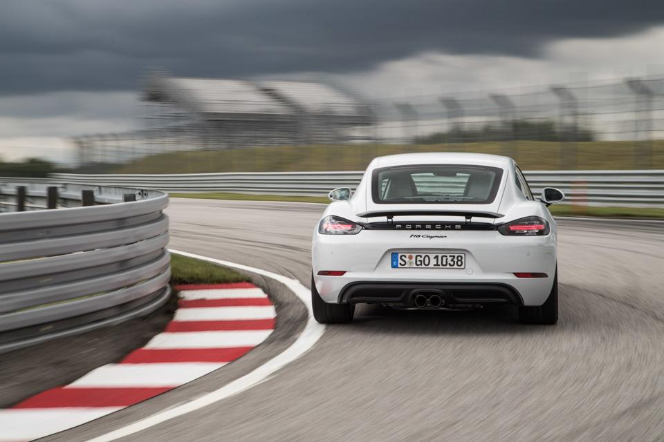 Коротко отом, почему мечты осамом крутом Porsche теперь можно отложить. Фото 4