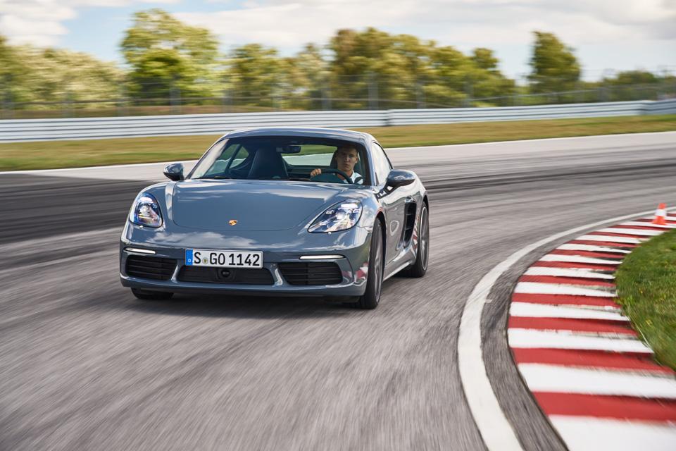 Коротко отом, почему мечты осамом крутом Porsche теперь можно отложить. Фото 6