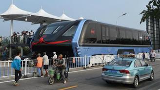 В Китае уже испытывают автобус, который может ездить сквозь пробки. Видео
