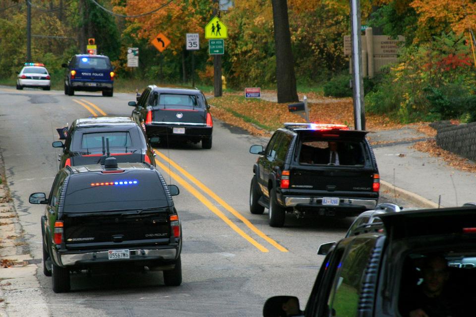 Изкаких машин состоит кортеж президента США. Фото 5
