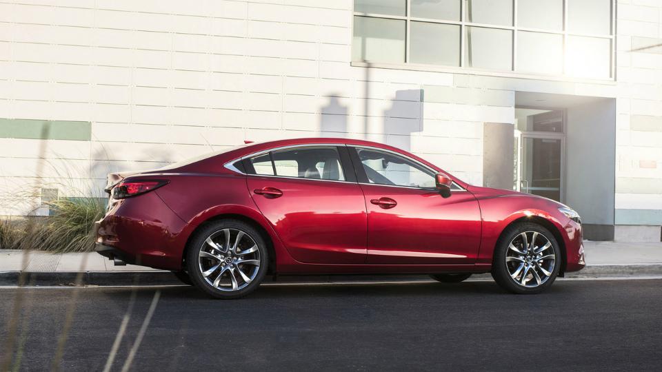 Моторы Mazda3 иMazda6 научились слушаться руля