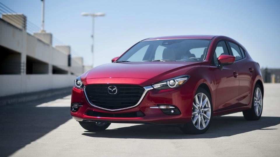 Моторы Mazda3 иMazda6 научились слушаться руля. Фото 1