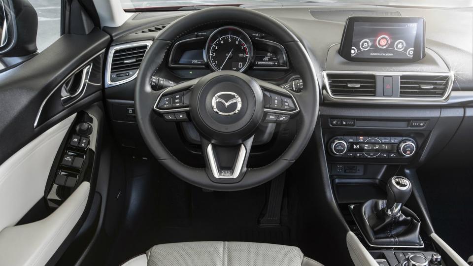 Моторы Mazda3 иMazda6 научились слушаться руля. Фото 2