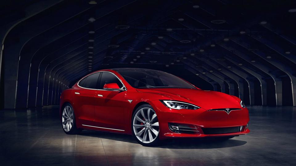 Tesla выпустила самую быструю машину вмире