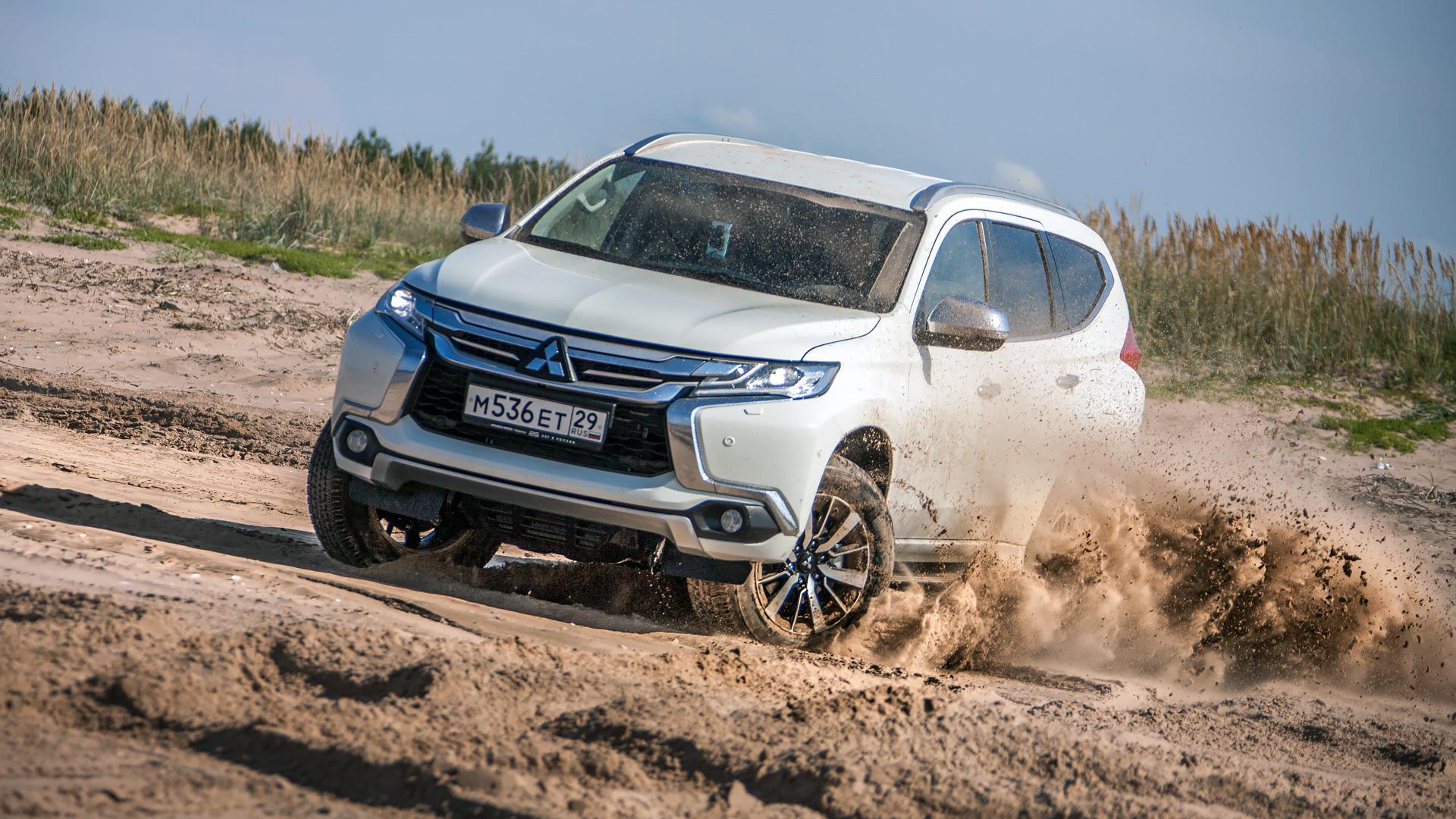 Сохранилли новый Mitsubishi Pajero Sport свою суровость и страшноли нанем заезжать вглушь. Фото 3