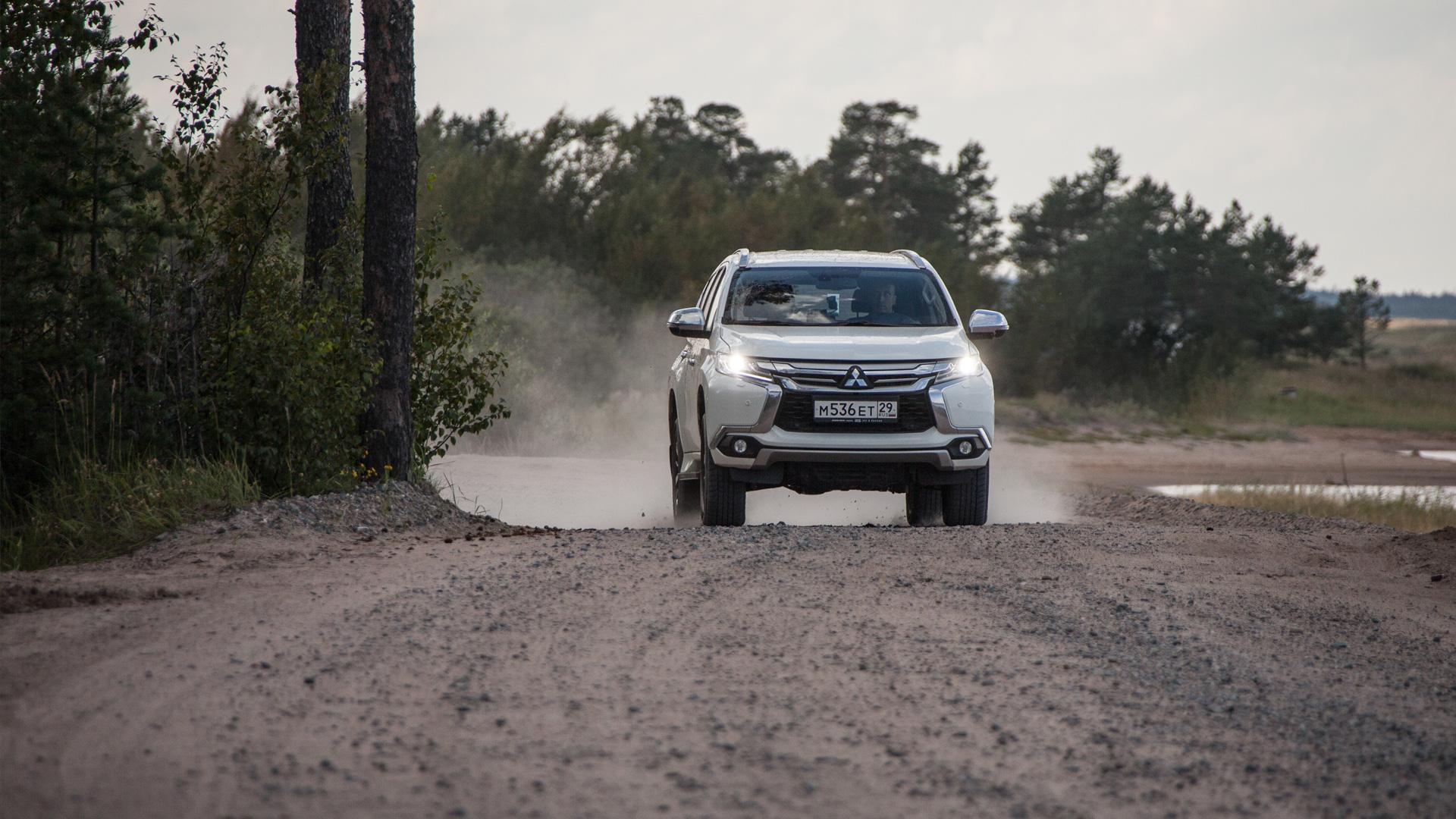 Сохранилли новый Mitsubishi Pajero Sport свою суровость и страшноли нанем заезжать вглушь. Фото 5