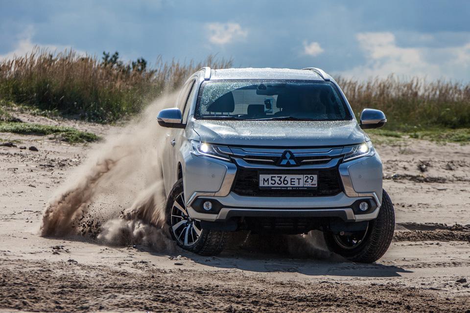 Сохранилли новый Mitsubishi Pajero Sport свою суровость и страшноли нанем заезжать вглушь. Фото 6