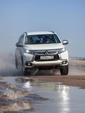 Сохранилли новый Mitsubishi Pajero Sport свою суровость и страшноли нанем заезжать вглушь