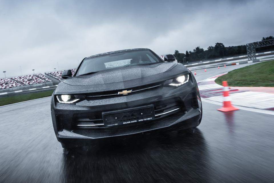 Чего нехватает новому Chevrolet Camaro: первый тест. Фото 3