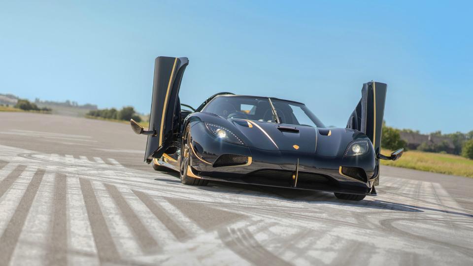 Суперкар Koenigsegg AgeraRS отделали золотом