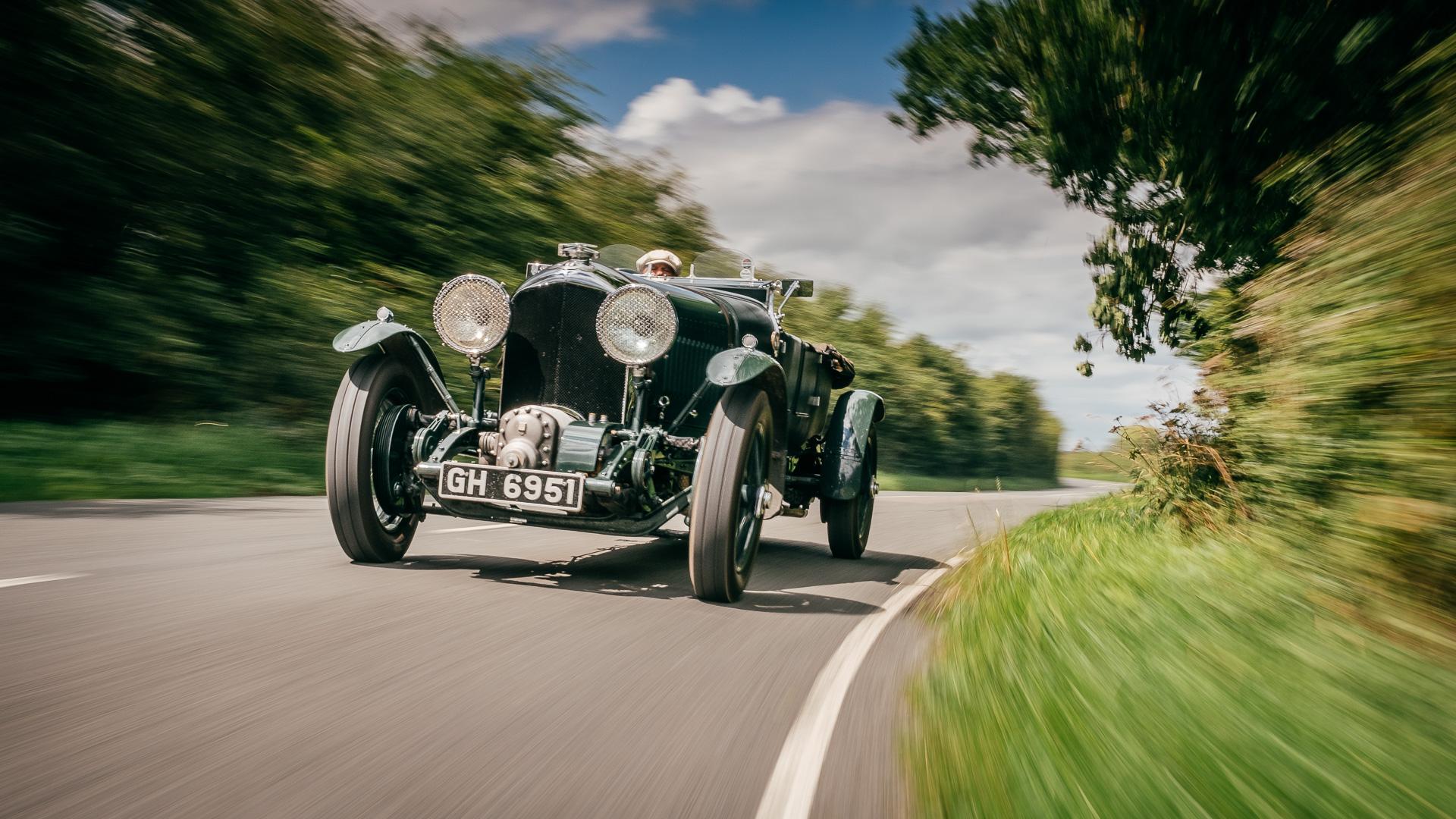 Мывзяли два спорткара Bentley, между которыми прошло почти столет. Фото 6