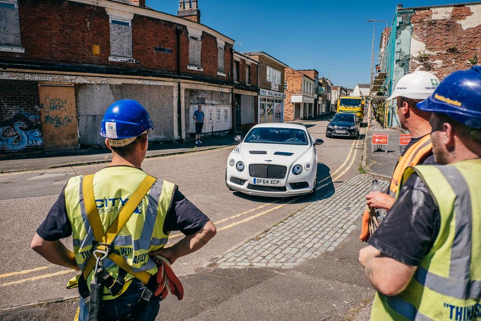 Мывзяли два спорткара Bentley, между которыми прошло почти столет. Фото 12