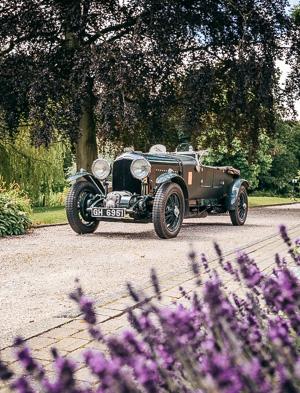 Мывзяли два спорткара Bentley, между которыми прошло почти столет