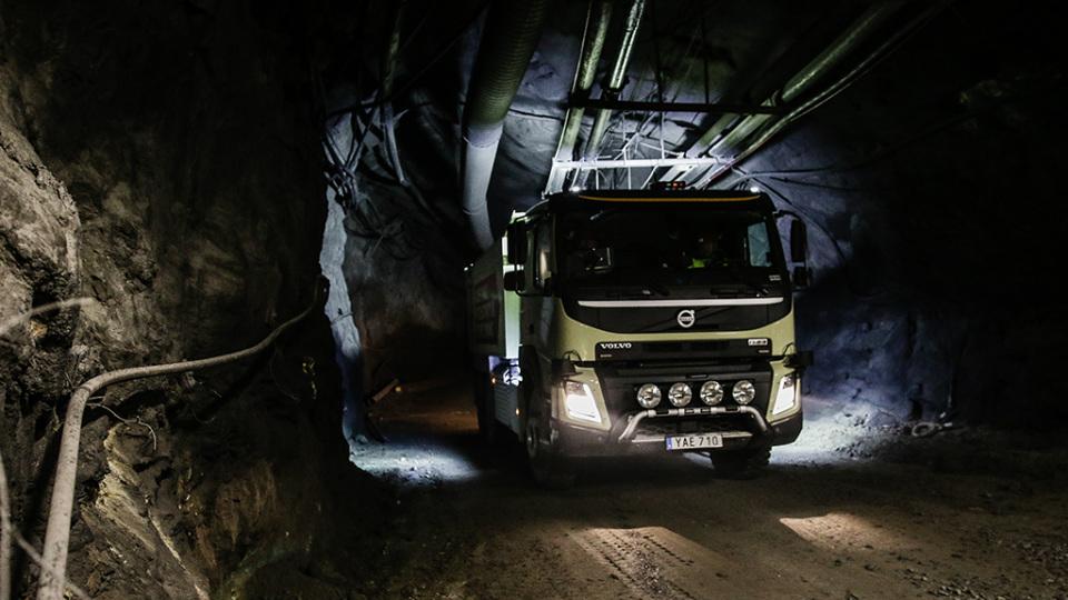 «Спасибо, что остановился»: топ-менеджер Вольво встал напути беспилотного грузового автомобиля