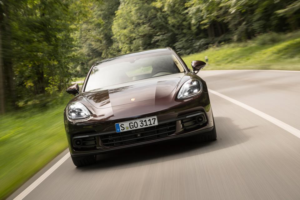 Инженеры Porsche сделали изPanamera самый совершенный спортседан вмире? Похоже, что да. Фото 6