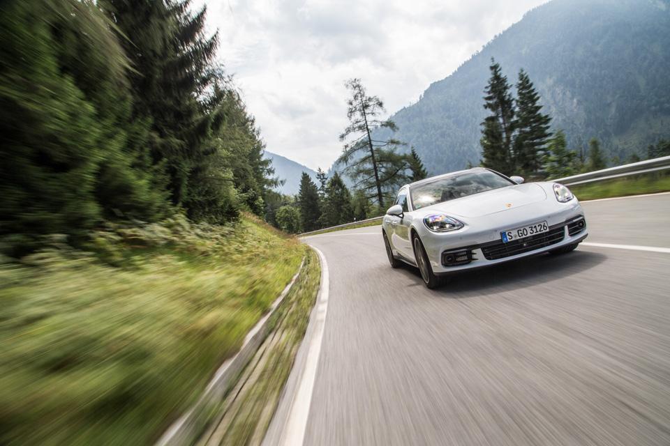Инженеры Porsche сделали изPanamera самый совершенный спортседан вмире? Похоже, что да. Фото 9