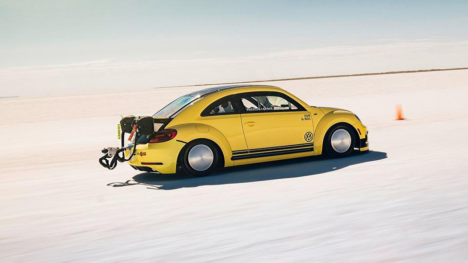 Фольксваген Beetle впервый раз разогнался до328 км/ч