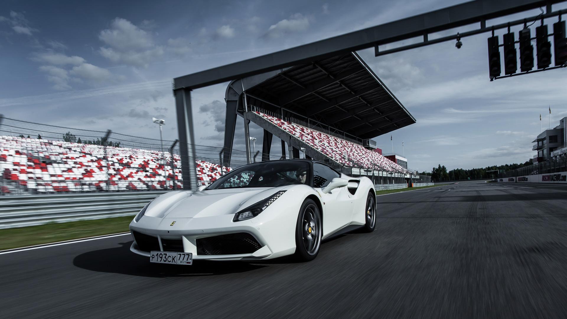 Тест-драйв турбо-Ferrari прошлого инастоящего. Часть I: Ferrari 488 GTB. Фото 5