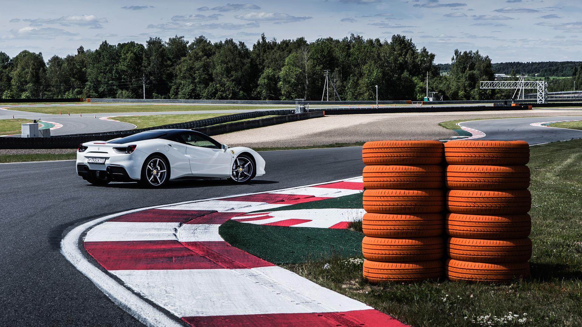 Тест-драйв турбо-Ferrari прошлого инастоящего. Часть I: Ferrari 488 GTB. Фото 1