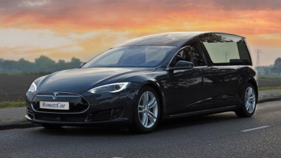RemetzCar выпустила 1-ый вмире катафалк марки Tesla Model S