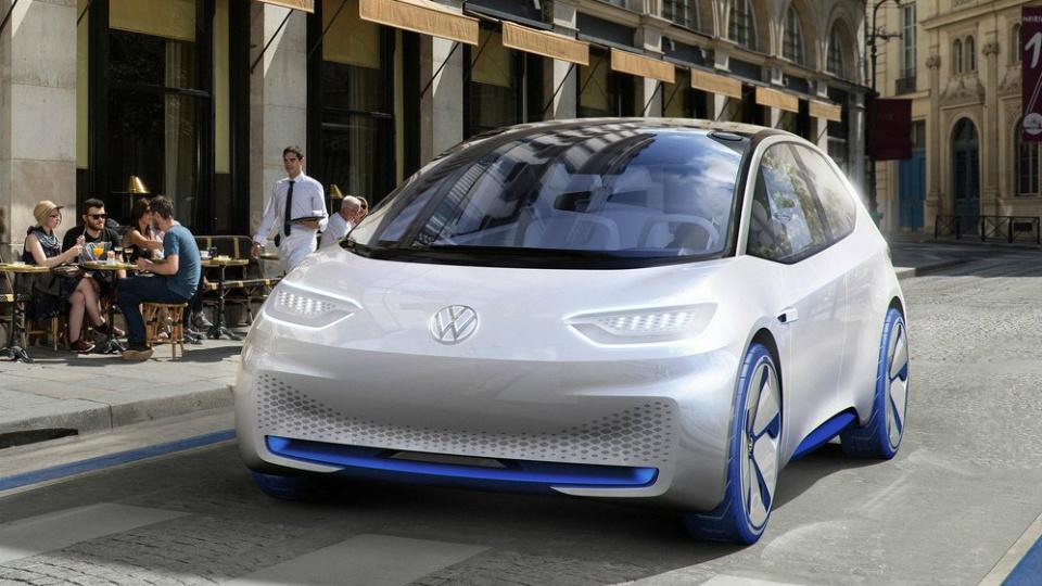Фольксваген презентовал встолице франции новый электрокар e-Golf Touch