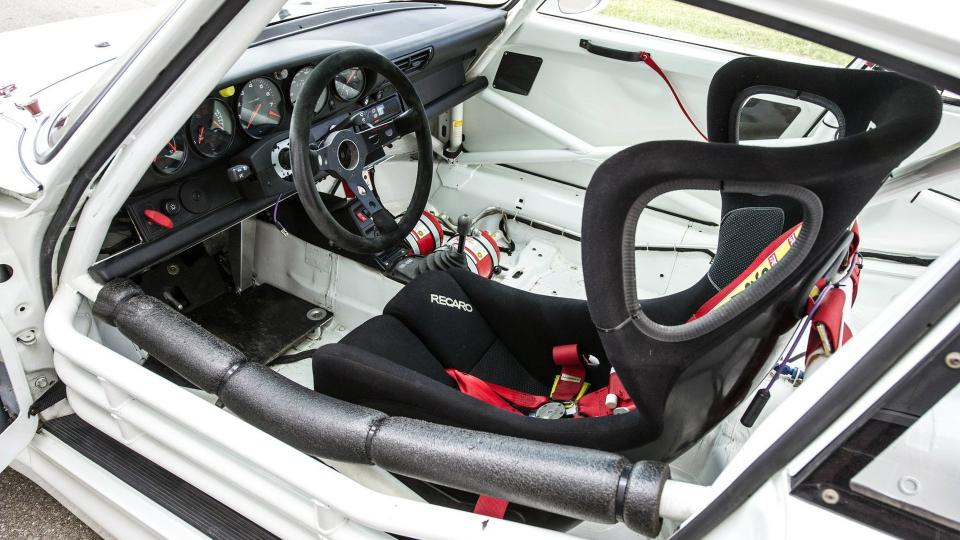 Раритетный спорткар Порш 911 GT2 Evo выставили на реализацию