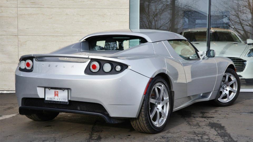 Предсерийную версию спорткара Roadster оценили водин миллион долларов
