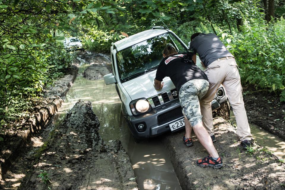 Неочень одухотворенные приключения Suzuki Jimny иJeep Wrangler набездорожье. Фото 8